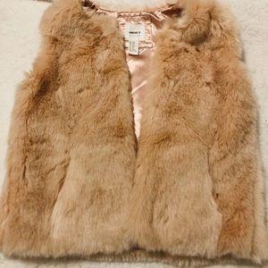 🍁3 for $20🍁 Forever 21 girls Rose gold fur vest
